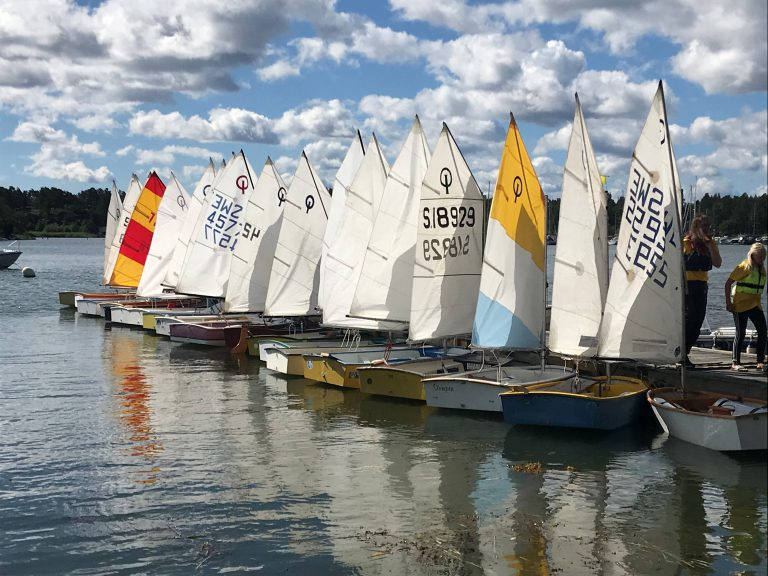 Full fart på årets seglarskola